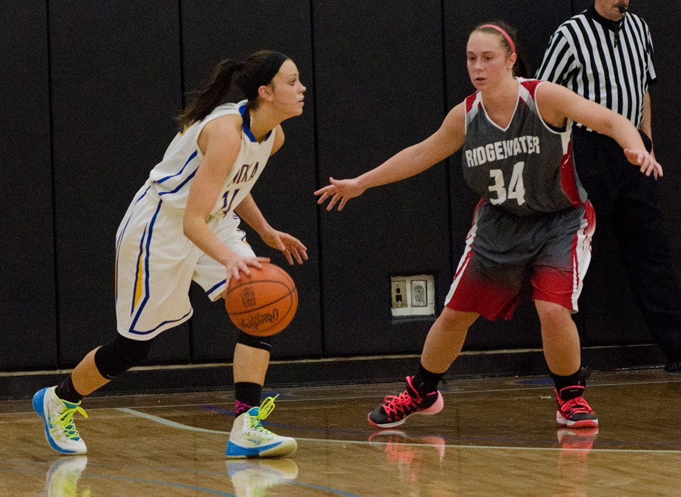 Women's basketball fights for trip to nationals