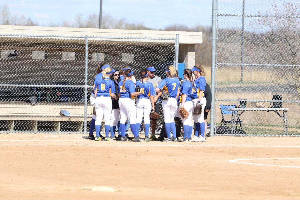 Women%27s+softball+plays+at+Cambridge+campus.+Photo+Credit%3A+ARCC+Golden+Rams