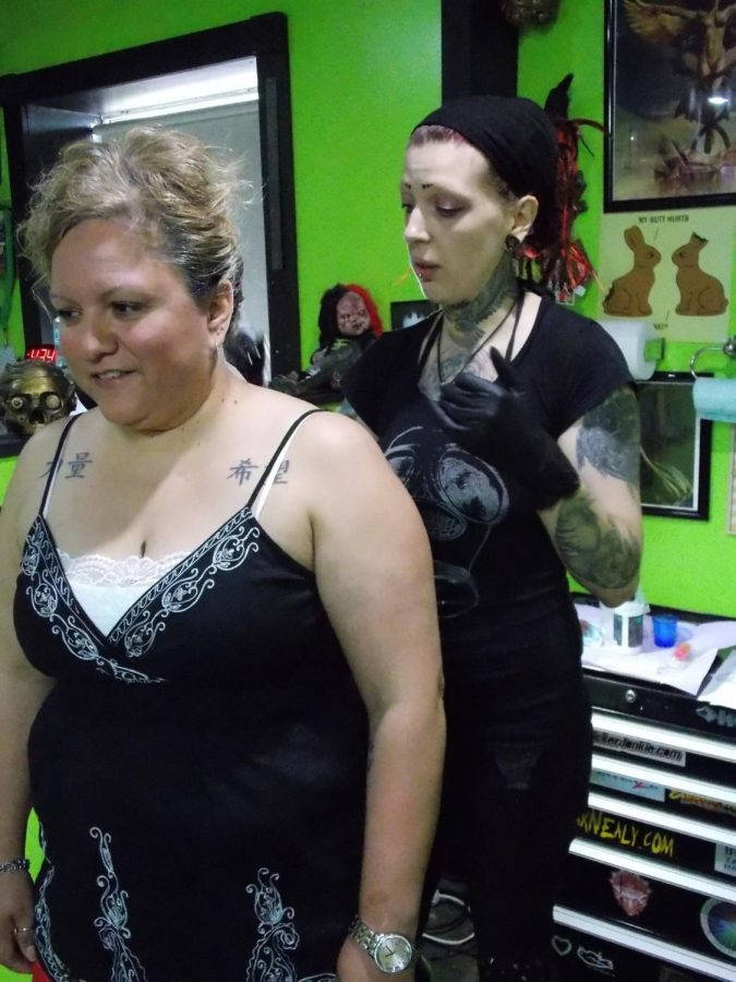 Jak explains her process to Jordan while prepping for the tattoo.